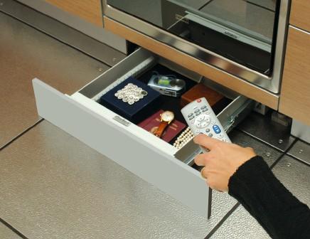 Cassaforte nascosta nello zoccolo cucina k safe conforti - Cassaforte a mobile casa ...